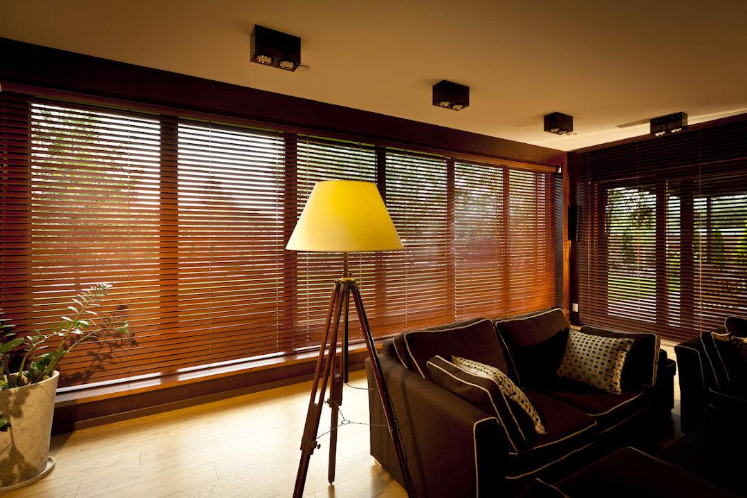 Medinės žaliuzės 50mm | RollHouse